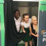 El fotomatón, protagonista de una campaña contra el racismo en el transporte público en Irlanda
