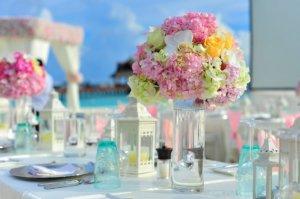 La decoración veraniega ofrece mucho colorido.